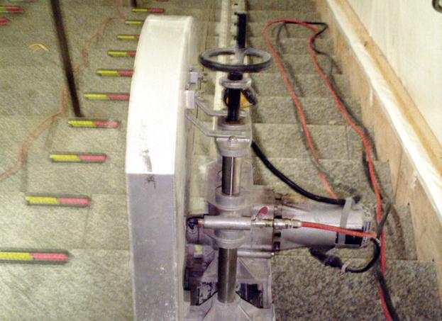 バリヤフリーESL設置箇所の階段部絶縁